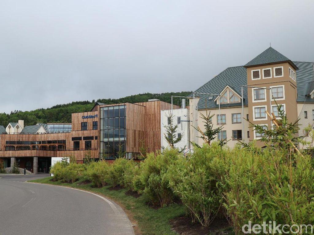 Siapa Bilang Menginap di Resort Mewah Cuma Buat Orang Kaya?