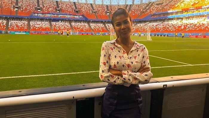 Reporter televisi Julieth Gonzalez Theran mengalami pelecehan seksual di Piala Dunia 2018 (Foto: instagram @juliethgonzaleztheran)
