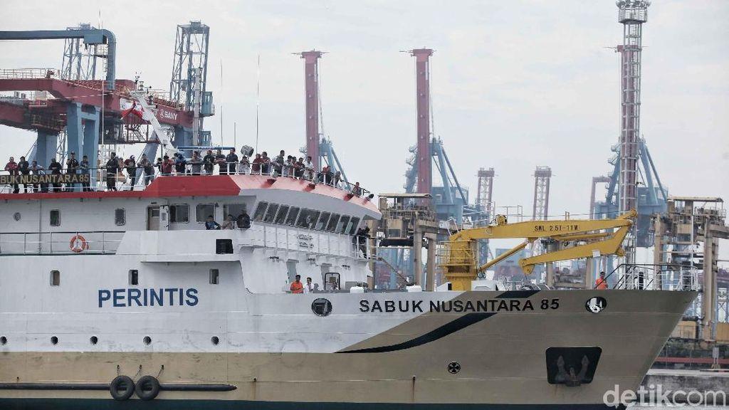 Pemudik Arus Balik dari Semarang Tiba di Tanjung Priok
