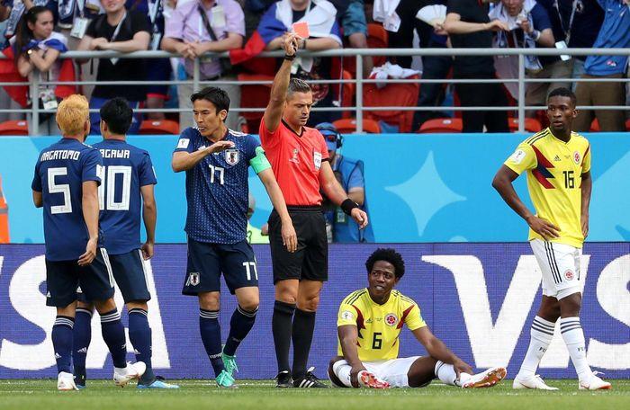 Carlos Sanchez mendapat kartu merah saat laga baru berjalan 2 menit 56 detik di Mordovis Stadium, Saransk, Selasa (19/6/2018). Reuters/Ricardo Moraes.