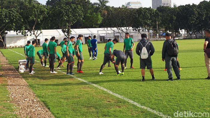 Timnas U-23 menjalani latihan perdana sebelum beruji coba vs Korsel. (Mercy Raya/detikSport)