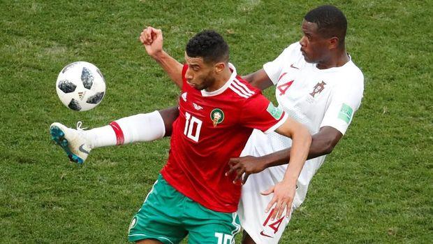 Younes Belhanda memiliki sejumlah peluang emas yang gagal berbuah gol.
