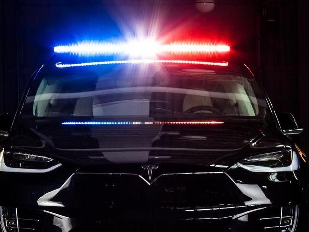 Keren, Polisi Swiss Pakai Tesla Model X