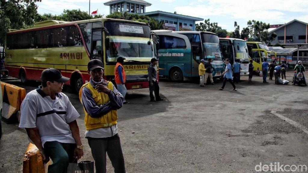Terminal Bus Tanjung Priok Masih Sepi