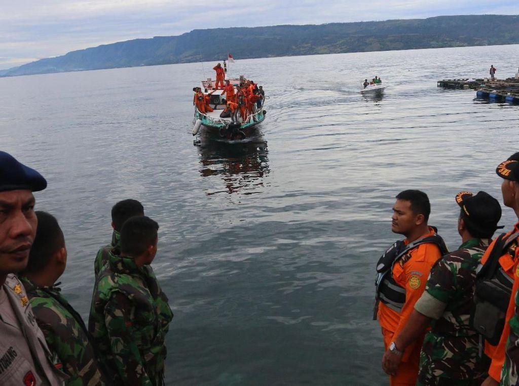 Pencarian Korban KM Sinar Bangun di Danau Toba Dilanjutkan