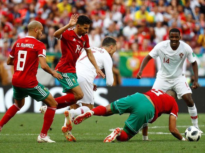 Pemain Timnas Maroko saat melawan Portugal. (Foto: Kai Pfaffenbach/Reuters)