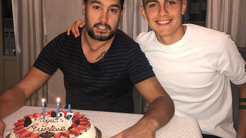 Si Tampan Paulo Dybala dari Argentina Hobi Makan Bareng Teman & Keluarga
