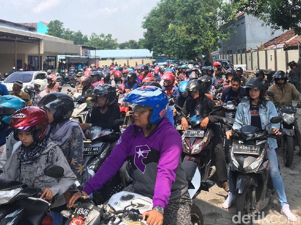 Pembayar Pajak Kendaraan Banjiri Samsat Mojokerto, Antrean Mengular