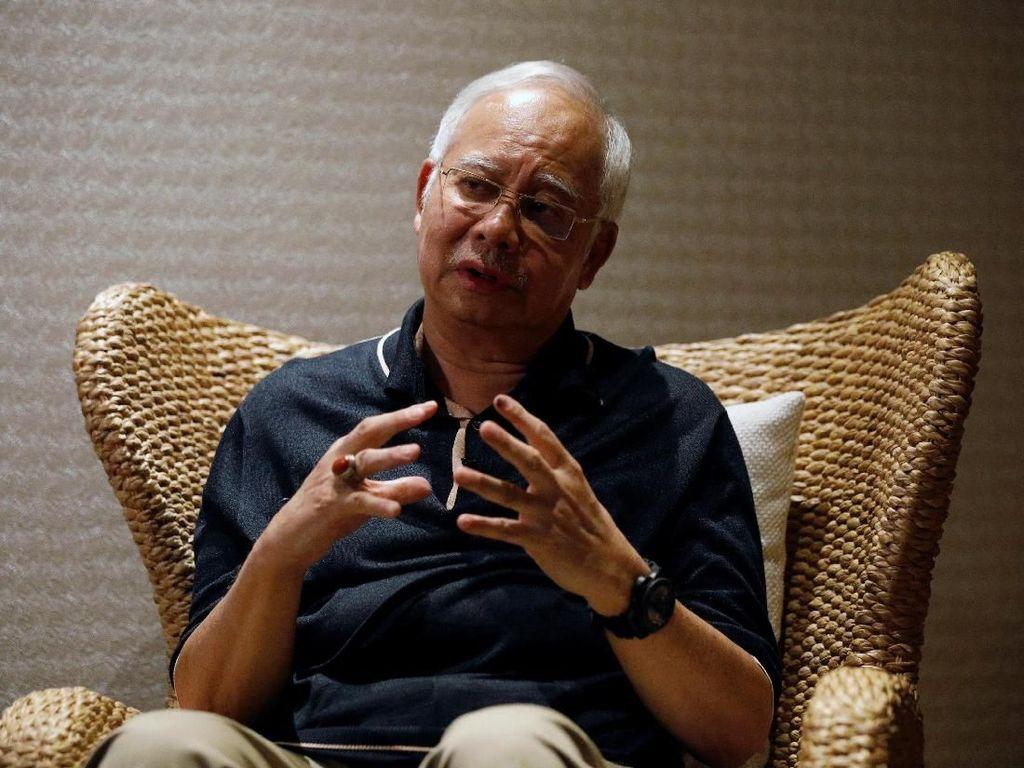 Ditanya Soal Terima Hadiah, Najib Singgung Mahathir dan Indonesia