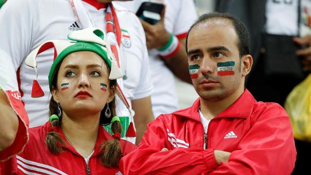 Momen Sedih Suporter Saat Iran Dikalahkan Spanyol