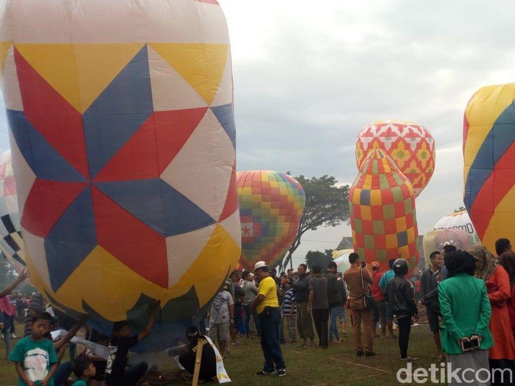 Meski Kena Tegur, Tradisi Balon Udara di Ponorogo Tetap Berjalan