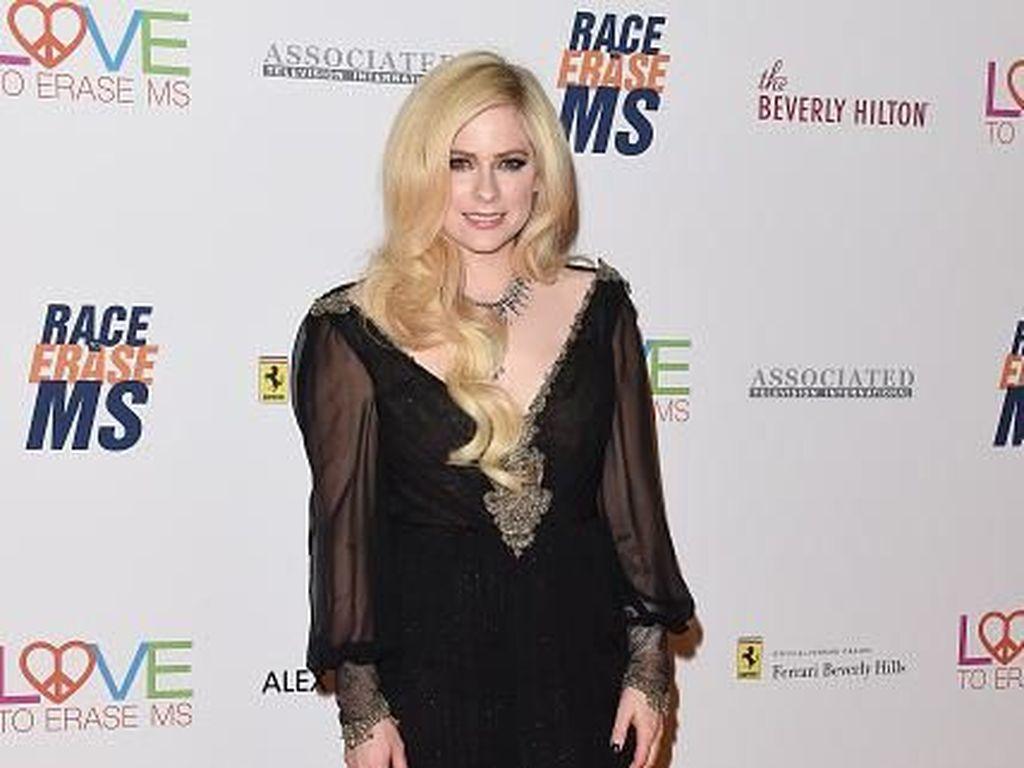 5 Tahun Vakum, Avril Lavigne Akhirnya Lepas Dahaga Fans