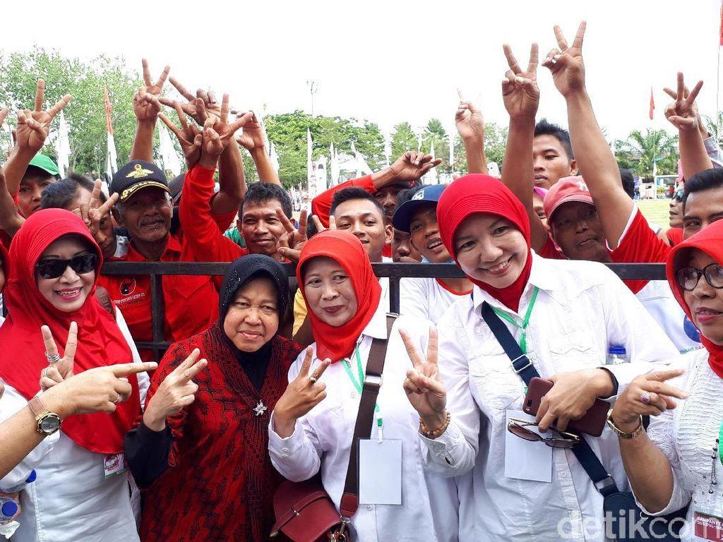 Di Kampanye Akbar Gus Ipul-Puti, Risma Ajak Massa Goyang Dua Jari