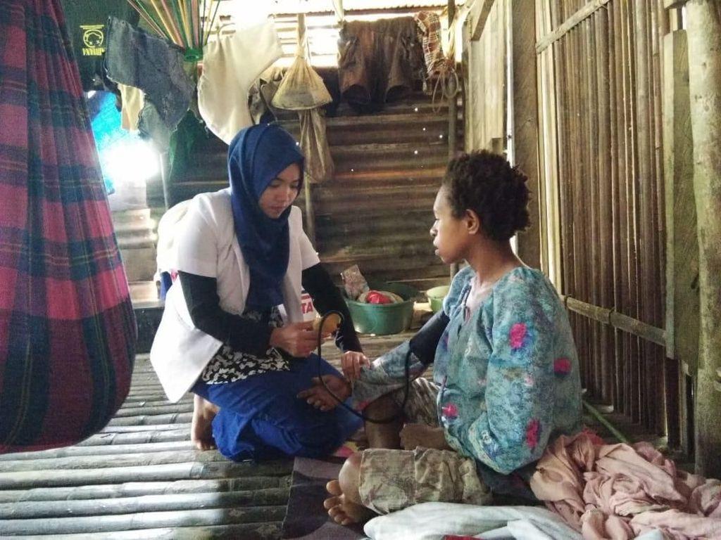 Foto-fotonya Viral di Medsos, Ini Cerita dr Amalia Mengabdi di Hutan Papua