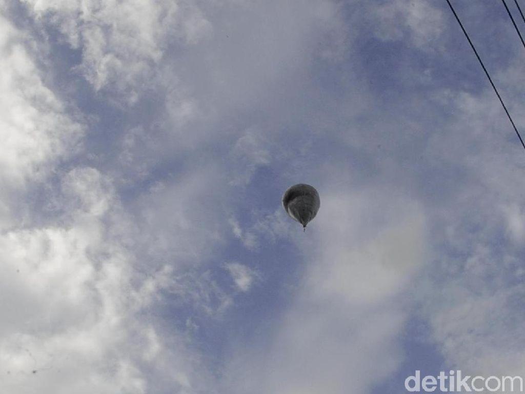 Masih Ada Belasan Balon Udara Liar Terbang di Langit Pekalongan
