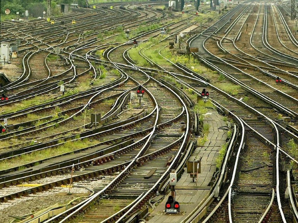 Jalur Kereta Pangandaran dan Kawah Putih bakal Hidupkan Rel Mati