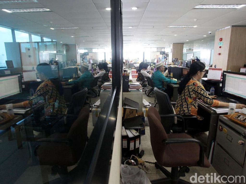 Pemerintah Wajibkan PNS di Wilayah PSBB Kerja dari Rumah