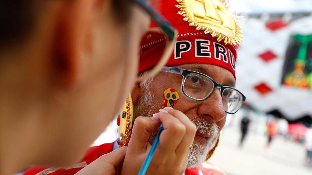 Perjalanan Panjang Fans Peru untuk Nyanyikan Lagu Kebangsaan di Tanah Asing