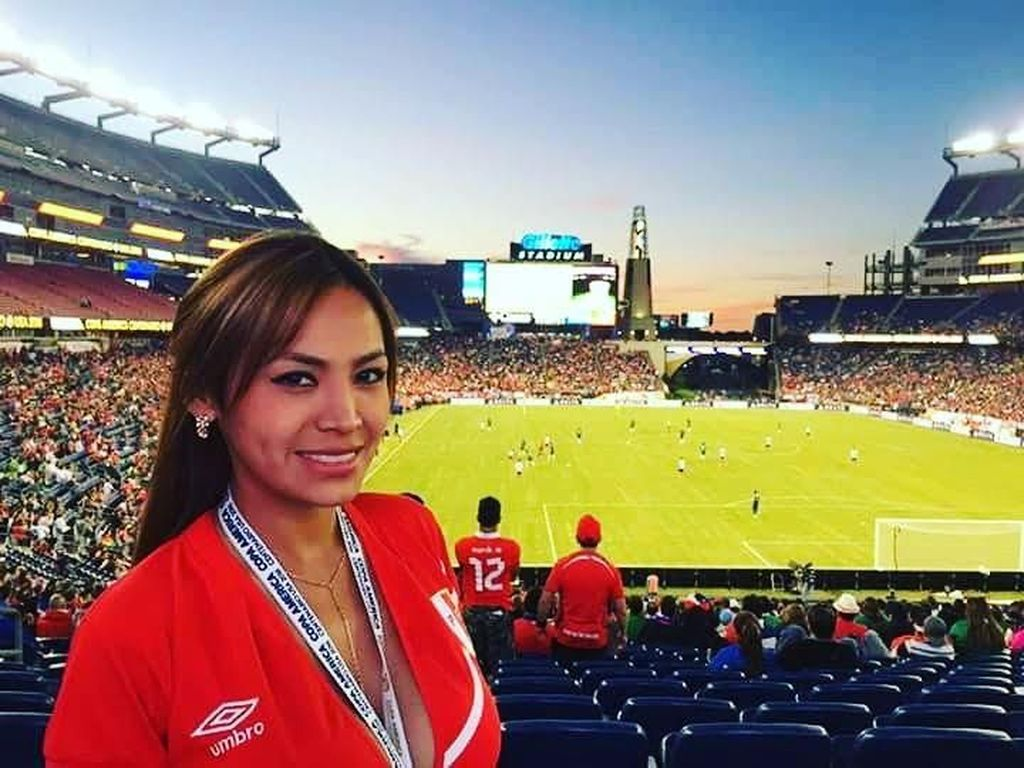 Nissu Cauti, Suporter Seksi yang Rutin Buka Baju Saat Peru Cetak Gol