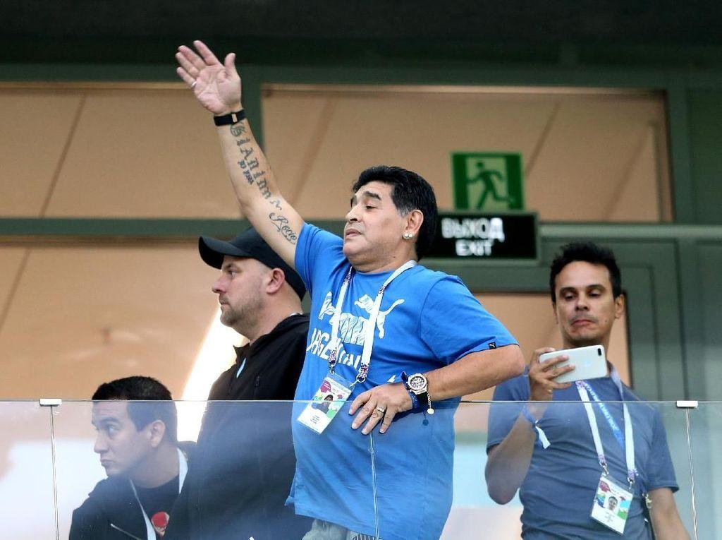 Maradona Bersedia Latih Argentina dengan Cuma-cuma