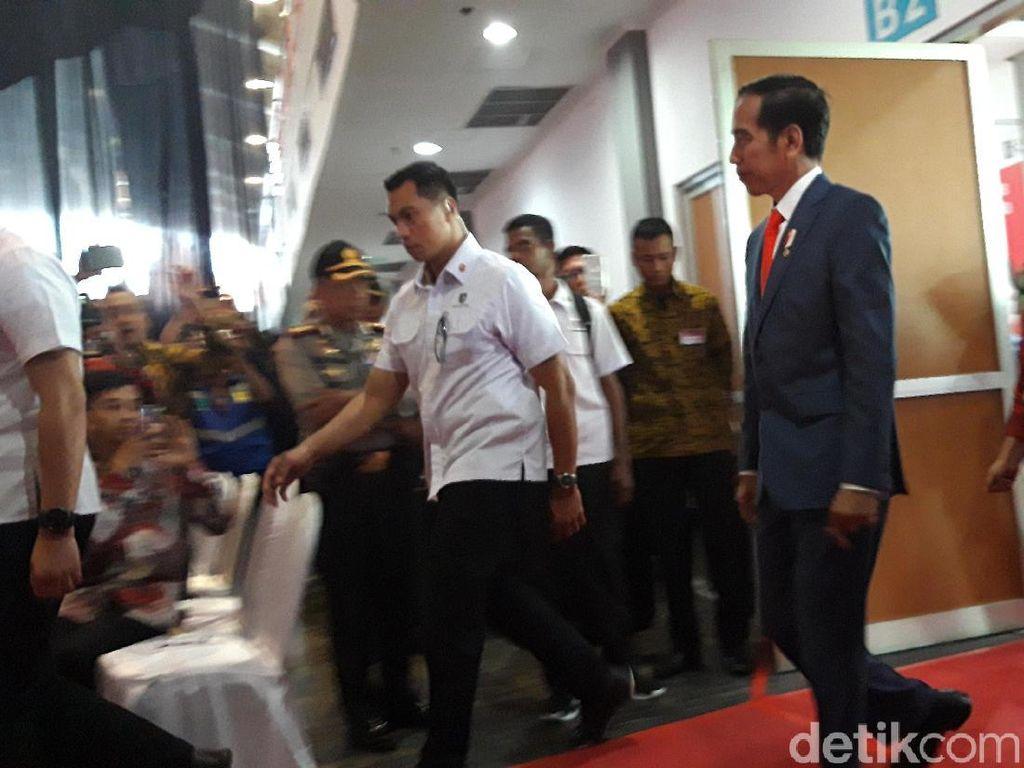 Di Hadapan Presiden, Pakdhe Karwo Cerita Surplus UMKM di Jatim