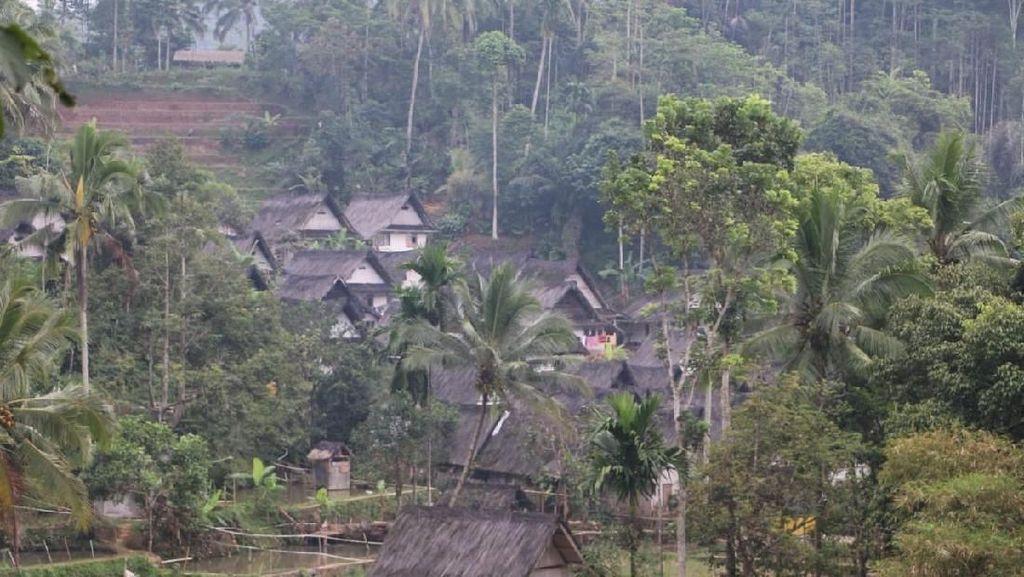 Foto: Asri dan Damainya Kampung Naga Jawa Barat