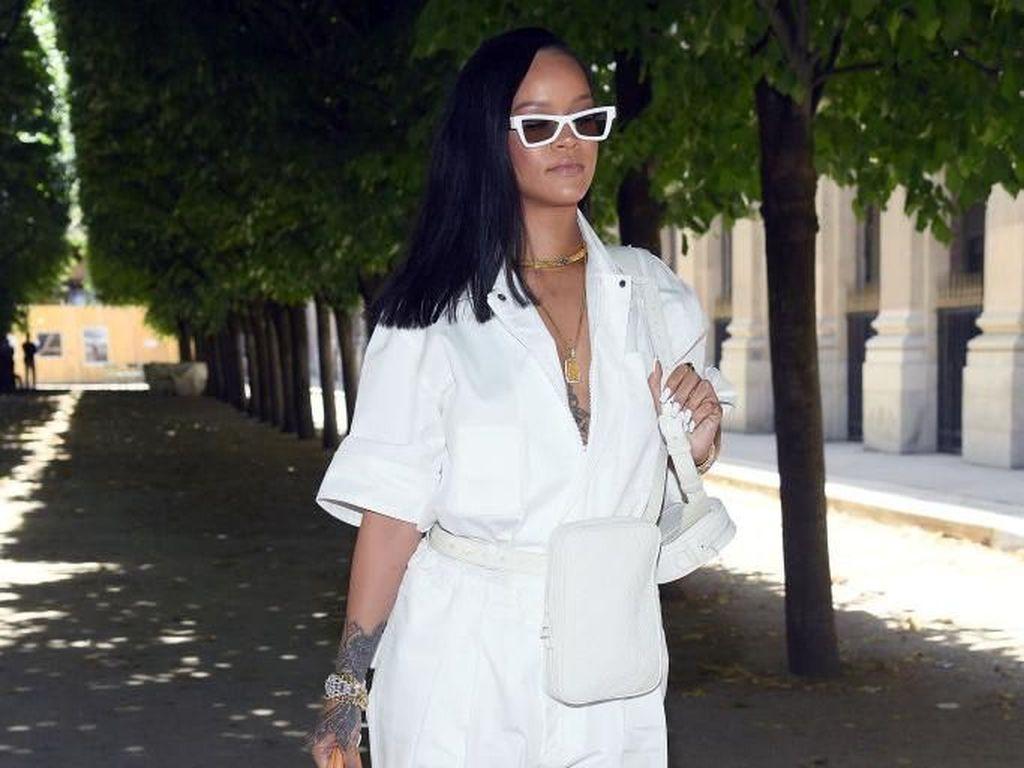 Dianggap Lebih Fokus di Luar Musik, Ini Jawaban Rihanna