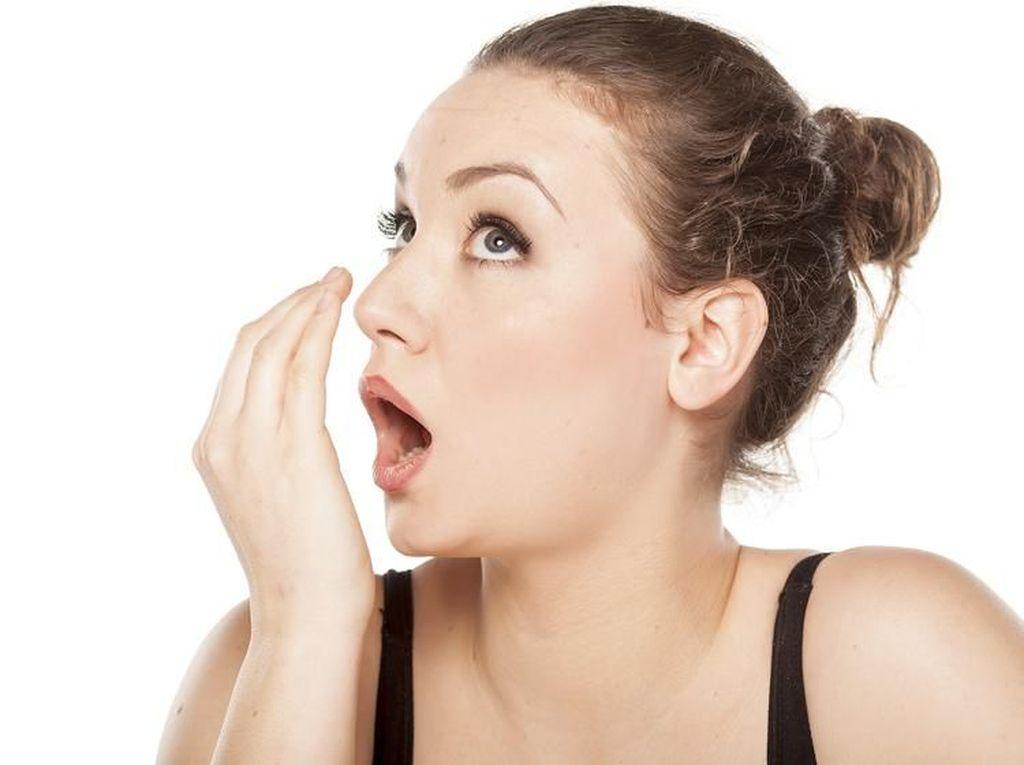 Berbagai Kebiasaan Ini Menjadi Penyebab Bau Mulut (1)