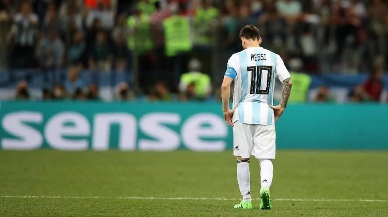 Sepakbola Bukan Tenis, Jangan Salahkan Messi Semata