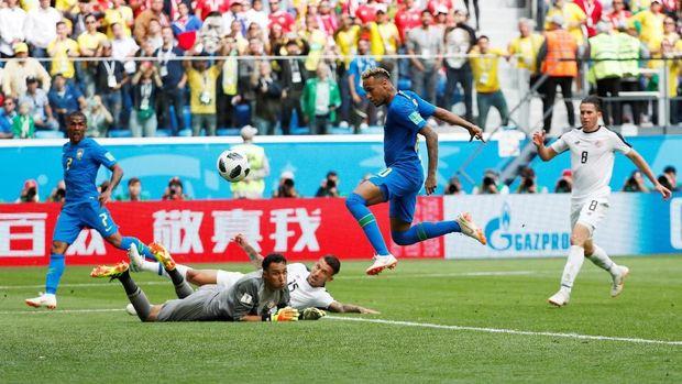 Neymar saat mencetak gol ke gawang Kosta Rika, di Saint Petersburg Stadium, Saint Petersburg, Rusia, 22 Juni.