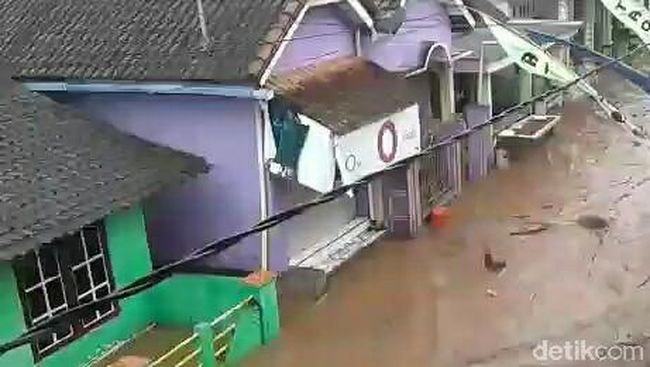 Banjir Bandang yang melanda 3 dusun di kecamatan Singojuruh, Banyuwangi