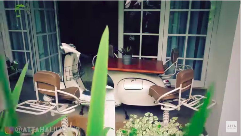 Nasib VW Combi dan Vespa Tua di Rumah Raffi Ahmad