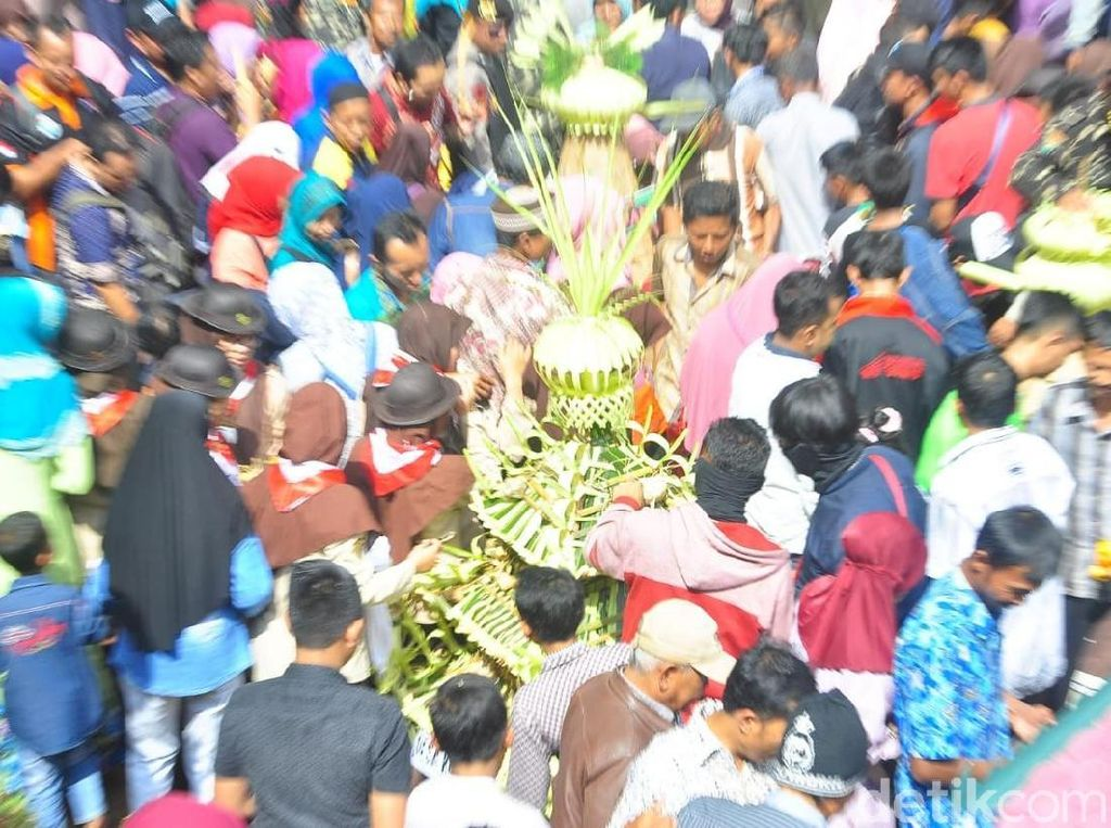 Melihat Parade Sewu Kupat Kangjeng Sunan Muria di Kudus