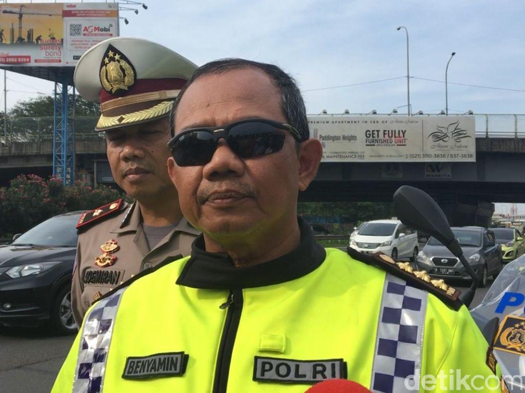 Polisi Keluarkan Truk yang Masih Melintas di Tol Tangerang