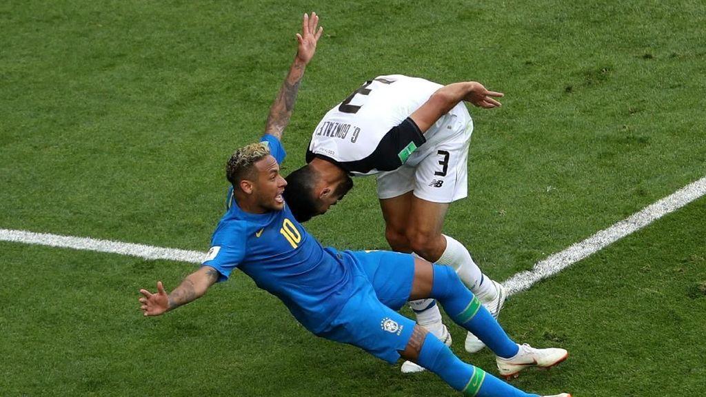 Bar di Brasil Akan Beri Segelas Bir Gratis Tiap Kali Neymar Jatuh