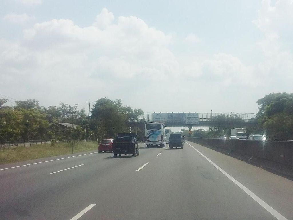 Potret Lancarnya Tol Jakarta-Cikampek Saat Arus Balik