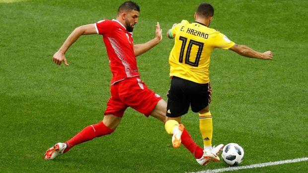 Pelanggaran Syam Ben Youssef terhadap Eden Hazard yang berujung gol penalti Belgia.