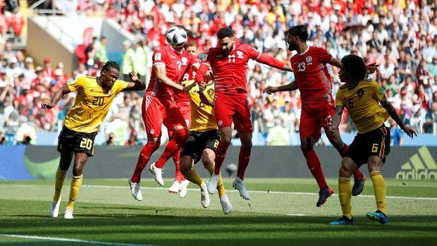 Tunisia mencetak gol ke gawang Belgia lewat situasi bola mati.