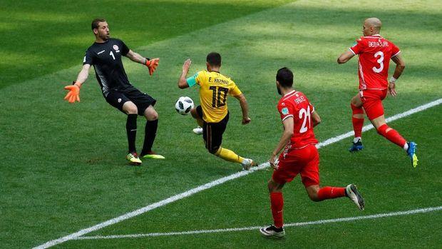 Eden Hazard ketika mencetak gol keempat Belgia.
