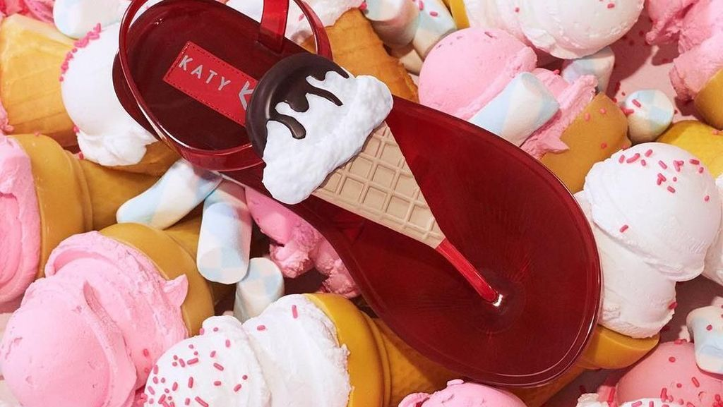 Unik! Sandal hingga Sepatu Bertema Makanan Ini Rancangan Katy Perry