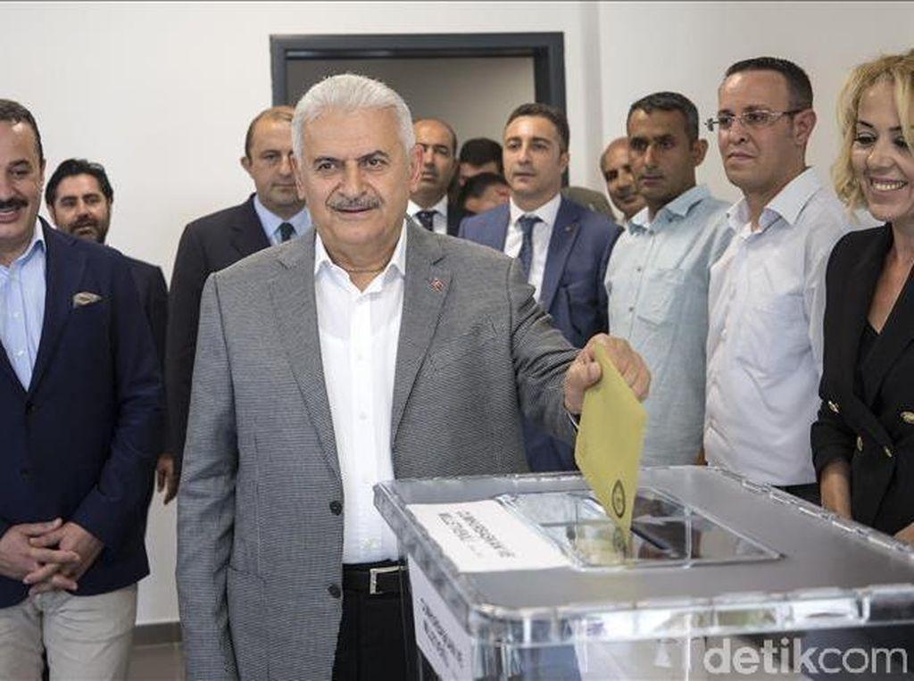 Harapan PM Turki Saat Memilih di Kampung Halaman