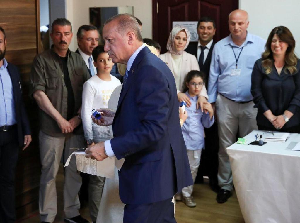 Memilih di Istanbul, Erdogan: Demokrasi di Turki Berkembang