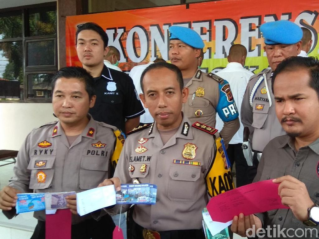 Enam Pemalsu Tiket Pantai Tanjungpakis Karawang Dibekuk Polisi