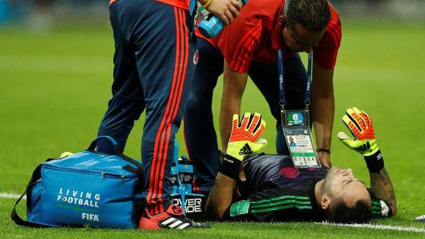 David Ospina jatuh bangun untuk menyelamatkan gawangnya.