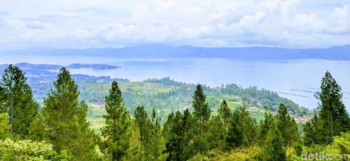 Pemandangan Danau Toba. Foto: (Sena Pertiwi/detikTravel)
