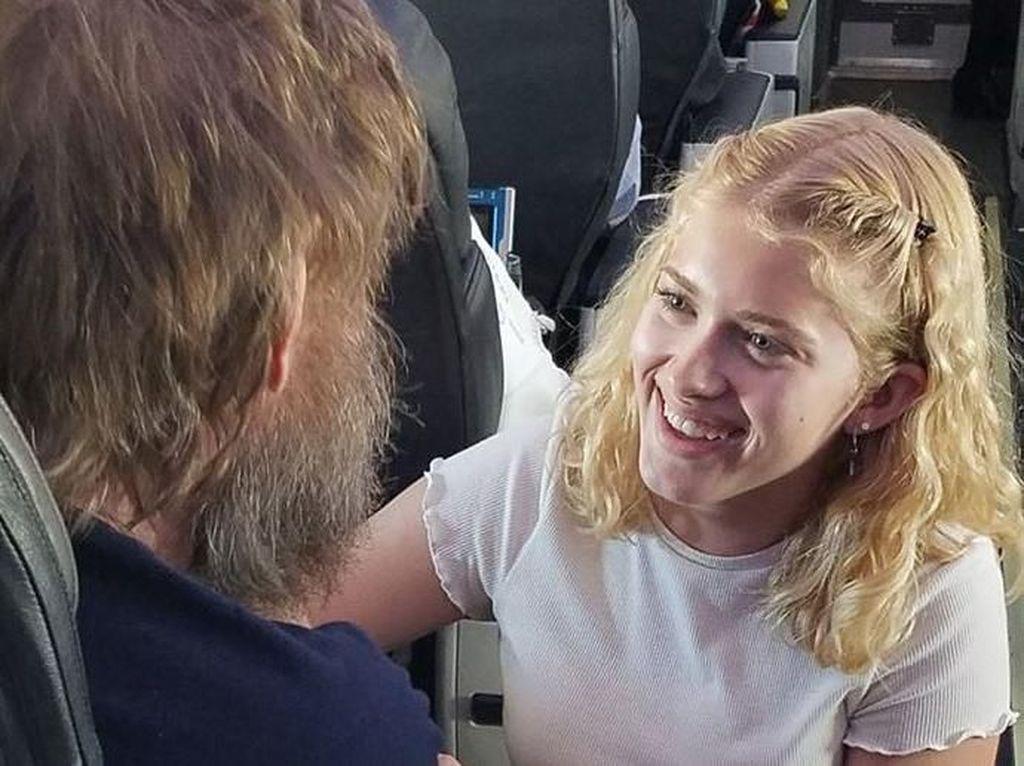 Kisah Remaja Bantu Pria Buta-Tuli di Pesawat Ini Bikin Netizen Terkesima