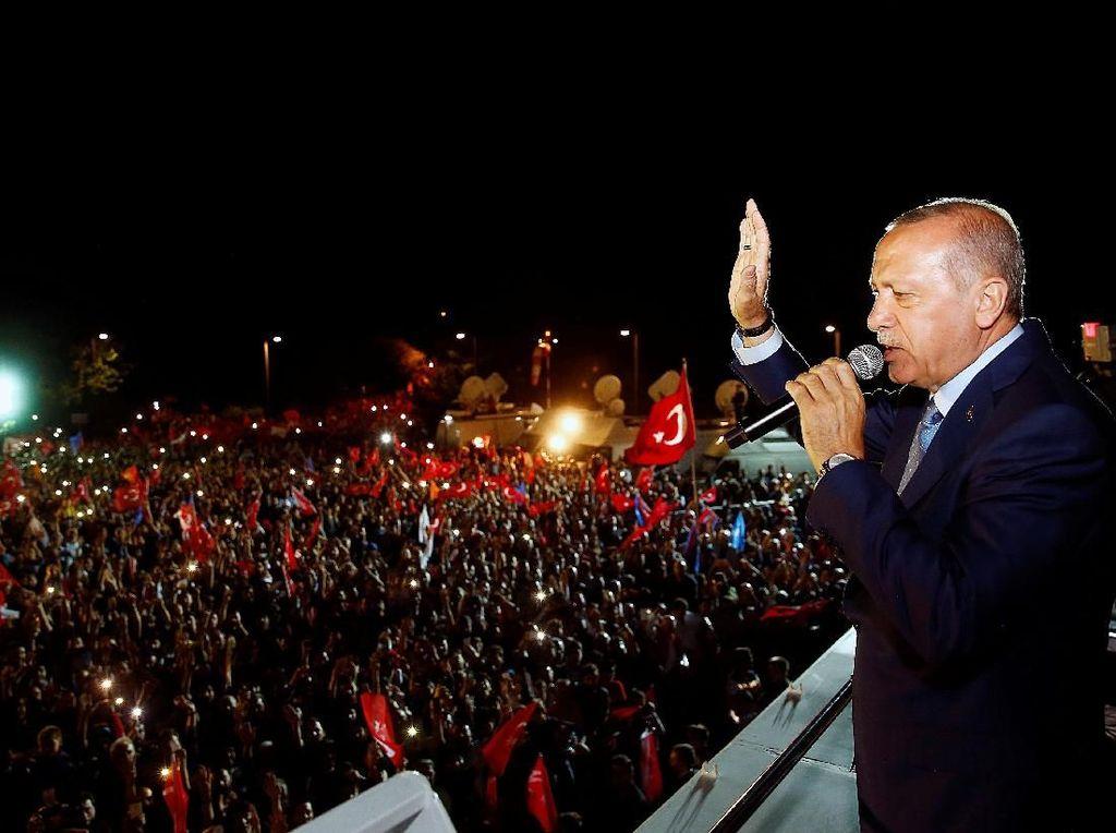 Suka Ria Tumpah ke Jalan, Pendukung Rayakan Kemenangan Erdogan