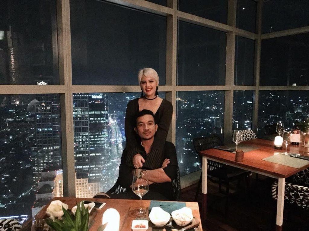 Romantis! Momen Saat Ricky Komo Katakan Putus, Makan Bersama Sang Istri