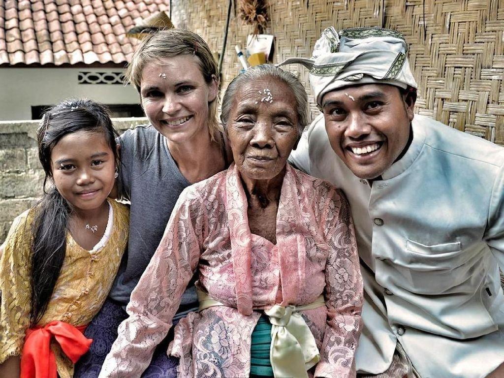 Potret Bule Spanyol Mengagumi Bali dan Keramahannya
