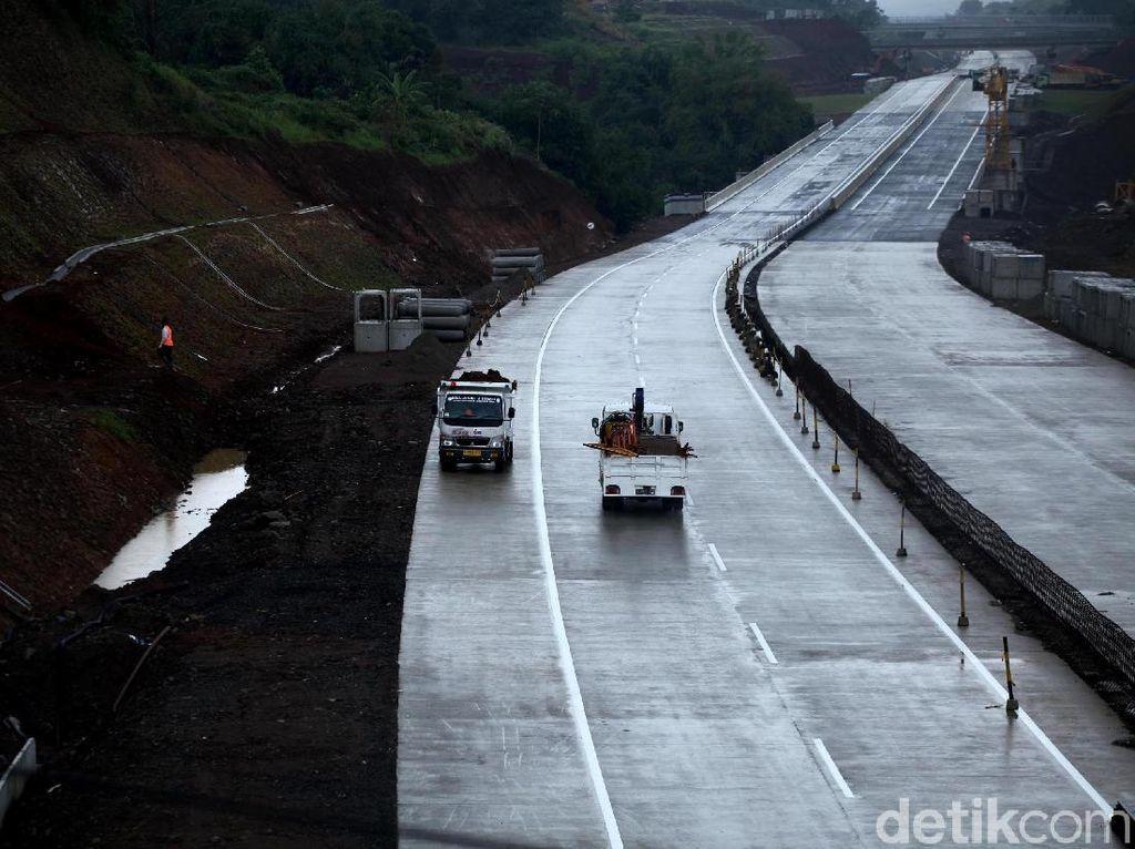 Jokowi Bangun Tol Bocimi hingga Bandara Kertajati, Begini Dampaknya